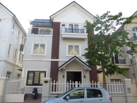 A basic furnished 3 bedroom villa to rent on Anh Dao road in Vinhomes Riverside, Long Bien, Hanoi