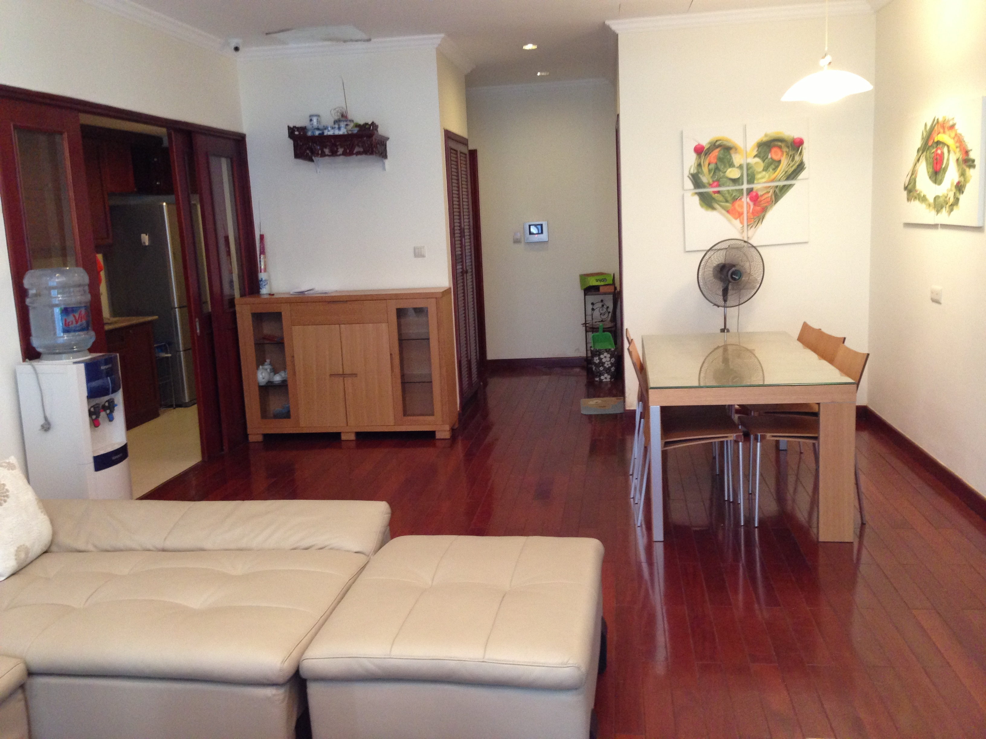 Bright apartment for lease in Vincom, 141 Mai Hac De street