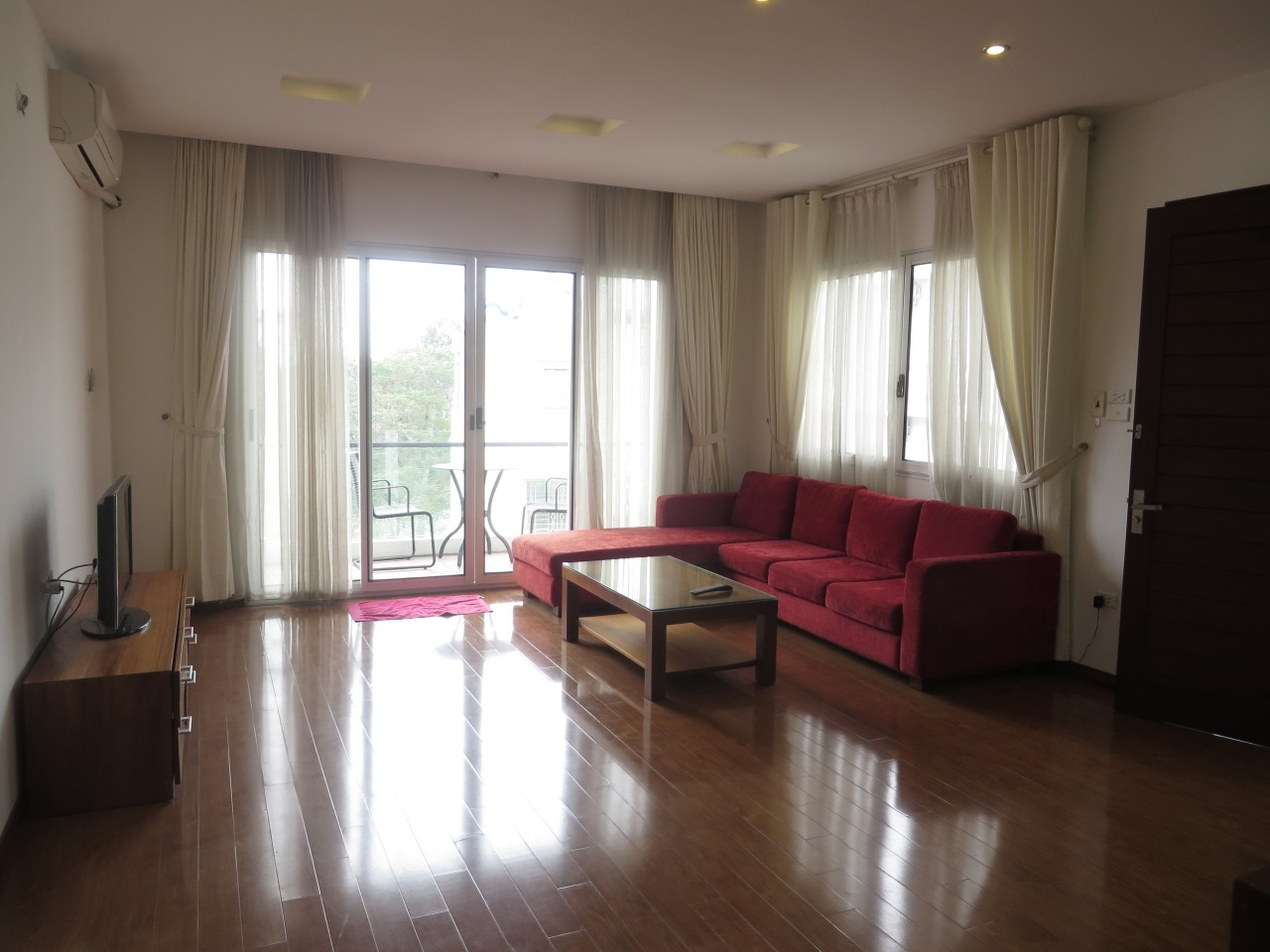 Bright serviced apartment for lease in Van Ho 2 street.