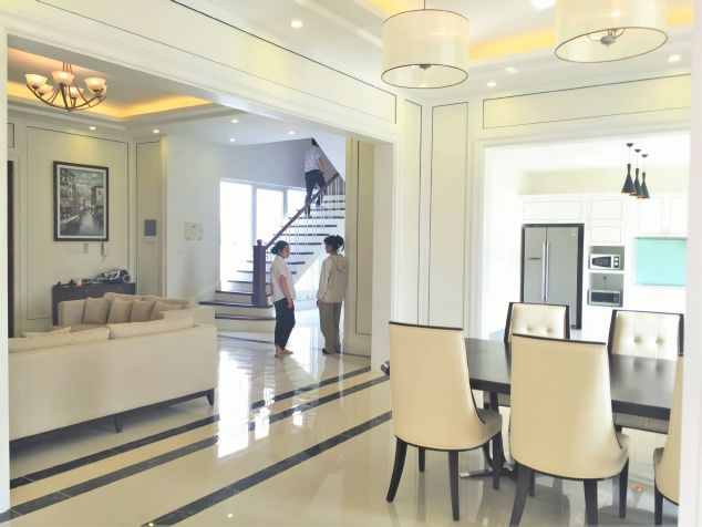 Large and fully decorated villa for rent in Hoa Sua area, Vinhomes Riverside, Hanoi