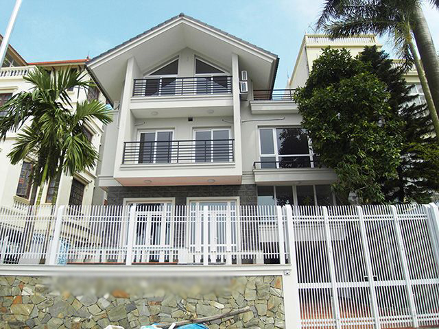 Luxurious water front villa to lease in Nghi Tam Village, Tay Ho District.
