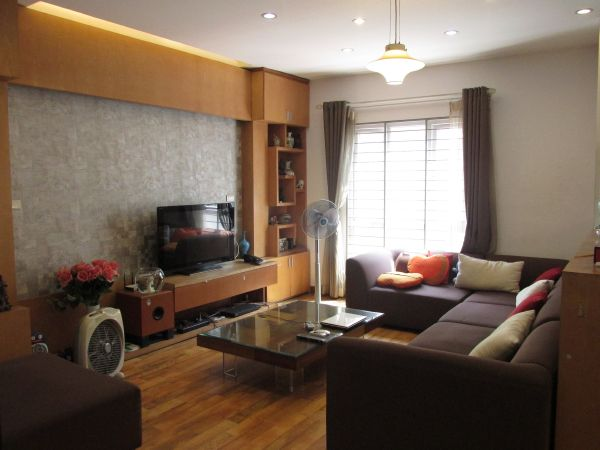 Nice 4 storey house with 4 bedrooms nearby Hoan Kiem Lake for rent in Vong Ha street, Hoan Kiem district, Hanoi.