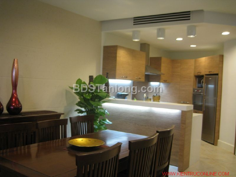 03 bedrooms apartment in Hoang Hoa Tham street for rent. 2
