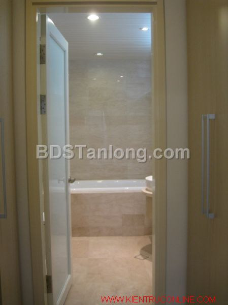 03 bedrooms apartment in Hoang Hoa Tham street for rent. 4