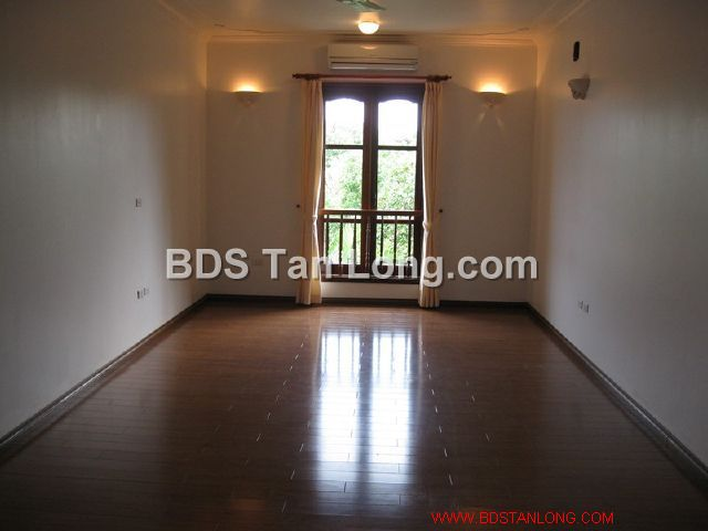 04 bedrooms villa is position on 4th floor in Xuan Dieu street, Tay Ho dist for rent 4