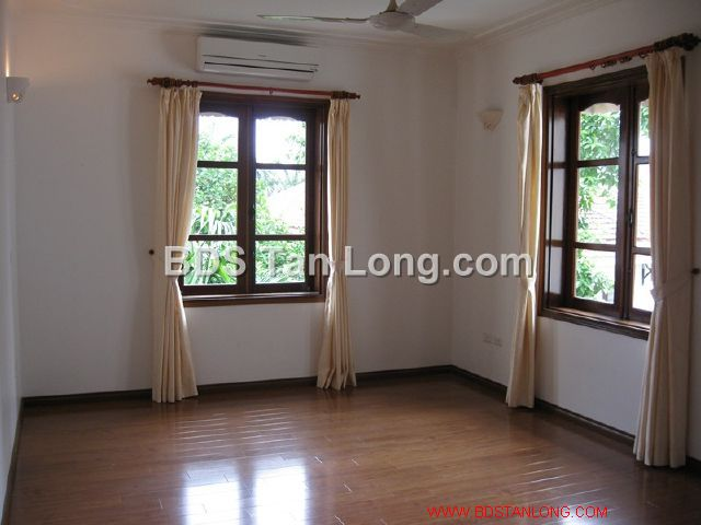 04 bedrooms villa is position on 4th floor in Xuan Dieu street, Tay Ho dist for rent 6