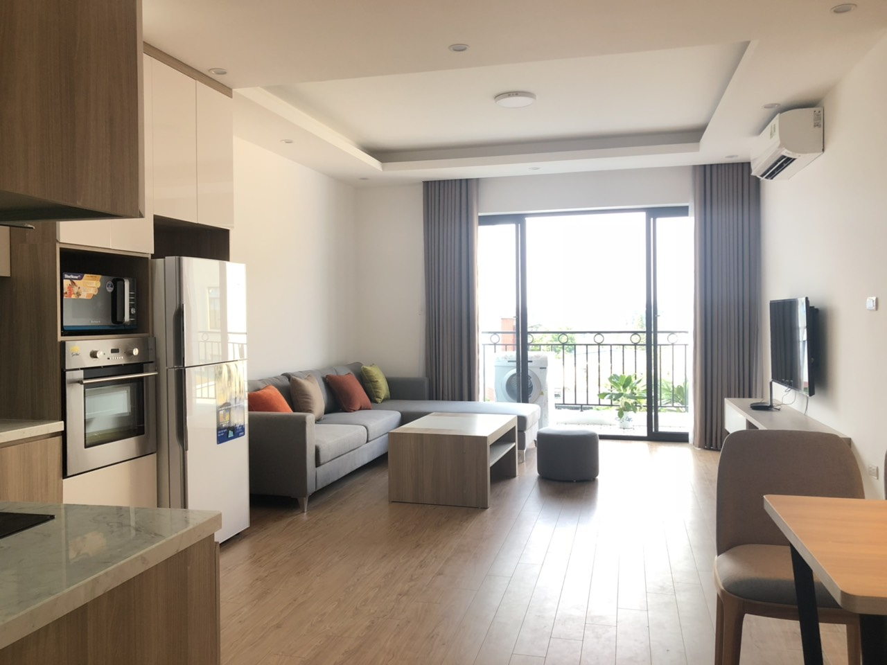 2 bedroom apartment for lease in Au Co street, Tay Ho district!