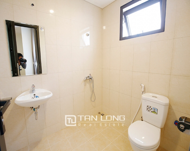 2 bedroom apartment for rent in Lac Hong Building, Tay Ho street 9