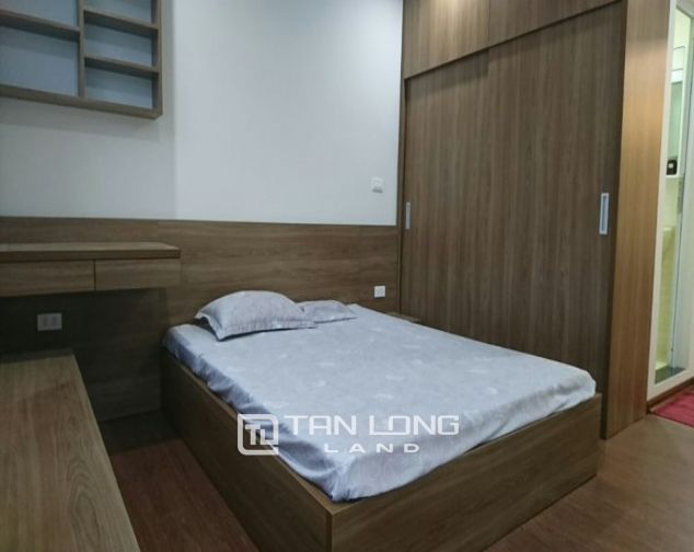 2 bedroom apartment for rent in Lane 3, Van Cao street, Ba Dinh 5