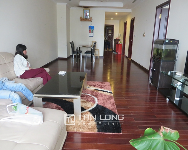 2 bedroom apartment for rent in R1 Vinhomes Royal City, airy and bright 1