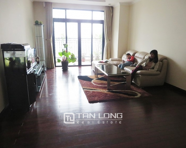 2 bedroom apartment for rent in R1 Vinhomes Royal City, airy and bright 2