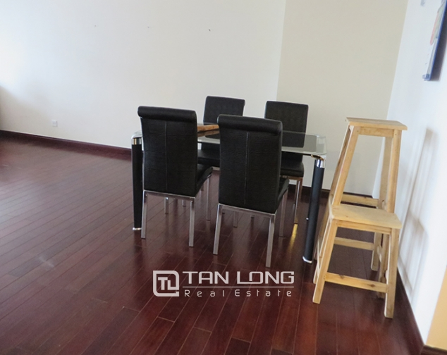 2 bedroom apartment for rent in R1 Vinhomes Royal City, airy and bright 3