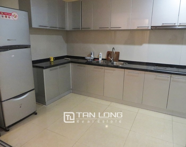2 bedroom apartment for rent in R1 Vinhomes Royal City, airy and bright 4