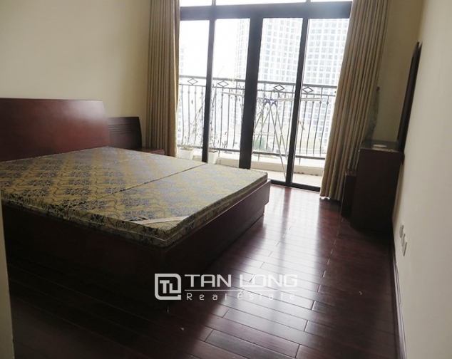 2 bedroom apartment for rent in R1 Vinhomes Royal City, airy and bright 6