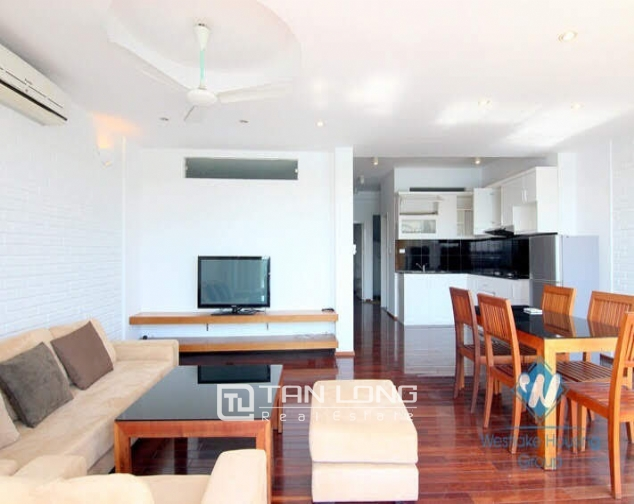 2 bedroom apartment for rent on Quang An street, Tay Ho facing West Lake 2