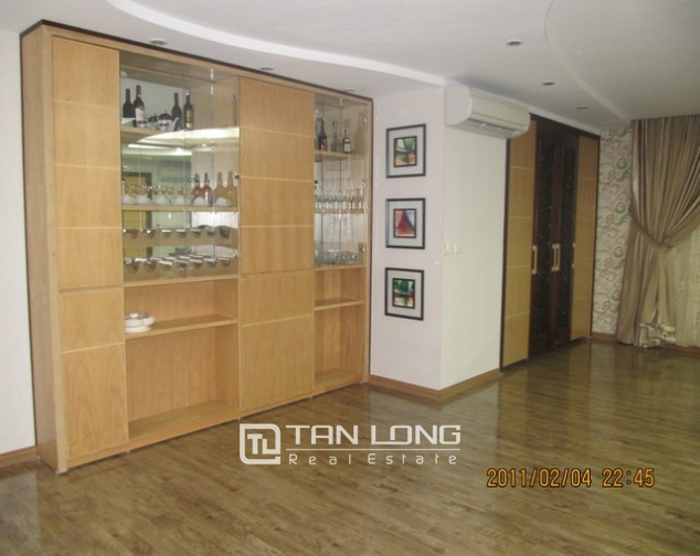 2 bedroom apartment for sale in E1 Ciputra Tay Ho, full of furniture 2