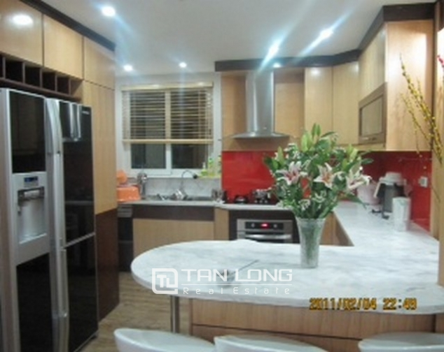 2 bedroom apartment for sale in E1 Ciputra Tay Ho, full of furniture 5
