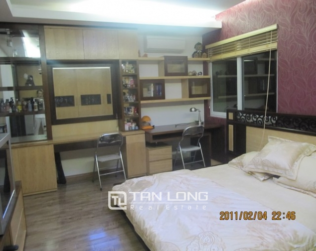 2 bedroom apartment for sale in E1 Ciputra Tay Ho, full of furniture 7