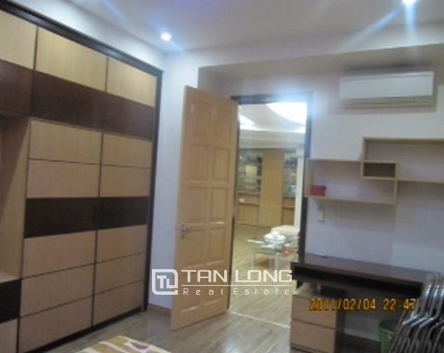 2 bedroom apartment for sale in E1 Ciputra Tay Ho, full of furniture 9