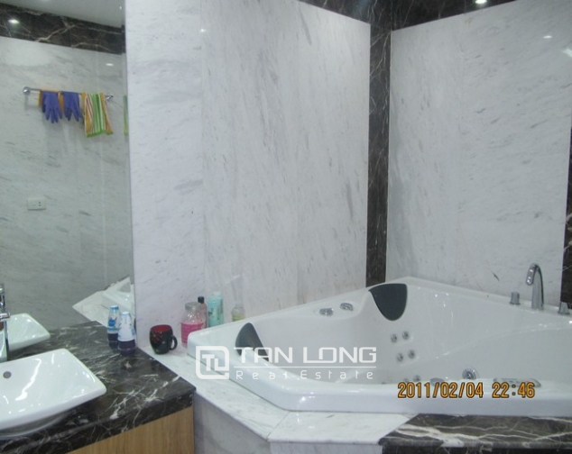 2 bedroom apartment for sale in E1 Ciputra Tay Ho, full of furniture 10