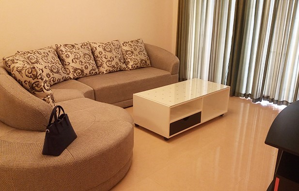 2 bedroom apartment with basic furniture for rent in R5 Vinhomes Royal City