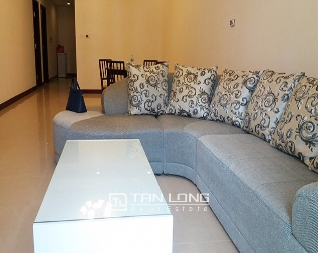 2 bedroom apartment with basic furniture for rent in R5 Vinhomes Royal City 3