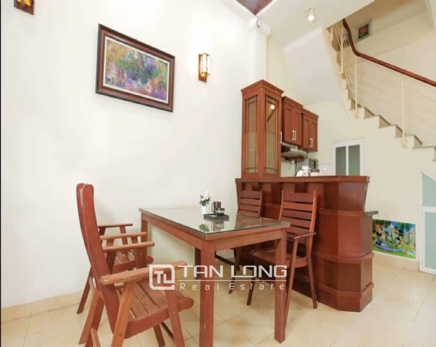 2 bedroom house for rent in Nghi Tam street, Tay Ho 1