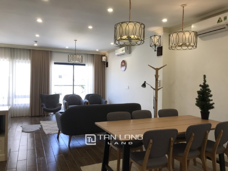 2 bedrooms apartment for rent in Tay Ho street 2