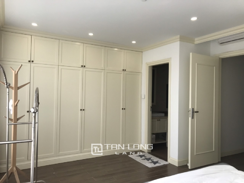 2 bedrooms apartment for rent in Tay Ho street 3