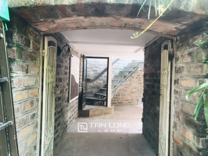 250sqm-2bedrooms a villas for rent in Tu Hoa street, Tay Ho district 1