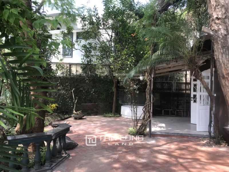 250sqm-2bedrooms a villas for rent in Tu Hoa street, Tay Ho district 9