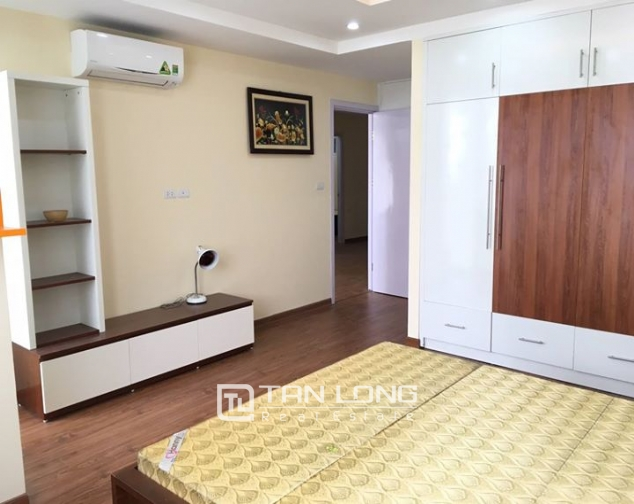 3 bedroom apartment for rent in lane 210 Doi Can 6