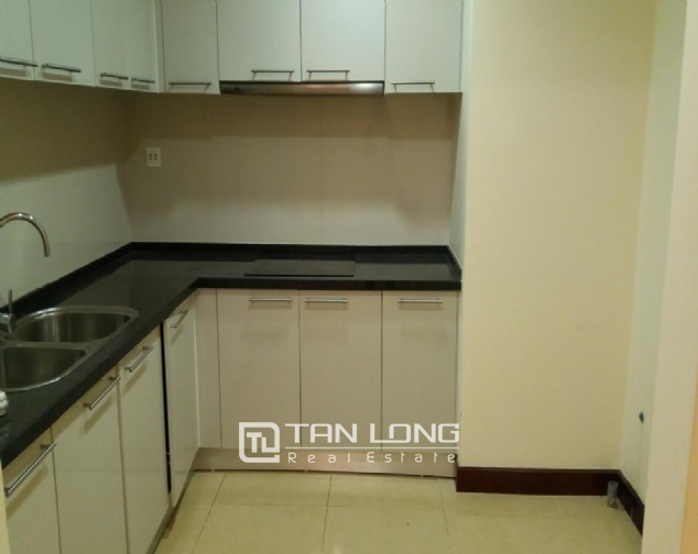 3 bedroom apartment for rent in R5 Vinhomes Royal City, charming and bright 3