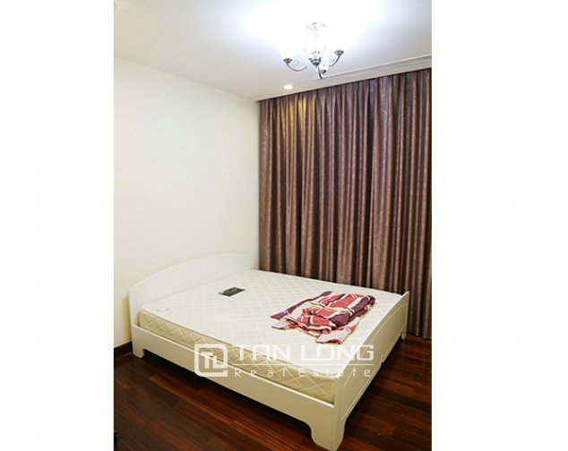 3 bedroom apartment for rent in R5 Vinhomes Royal City, charming and bright 6
