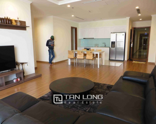 3 bedroom apartment for rent in Vinhomes Nguyen Chi Thanh 2
