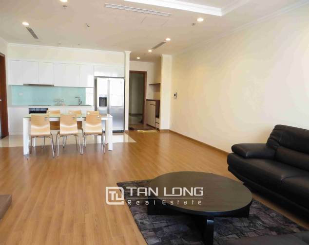 3 bedroom apartment for rent in Vinhomes Nguyen Chi Thanh 3