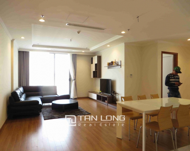 3 bedroom apartment for rent in Vinhomes Nguyen Chi Thanh 4
