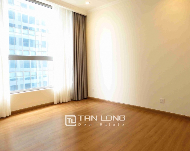 3 bedroom apartment for rent in Vinhomes Nguyen Chi Thanh 6