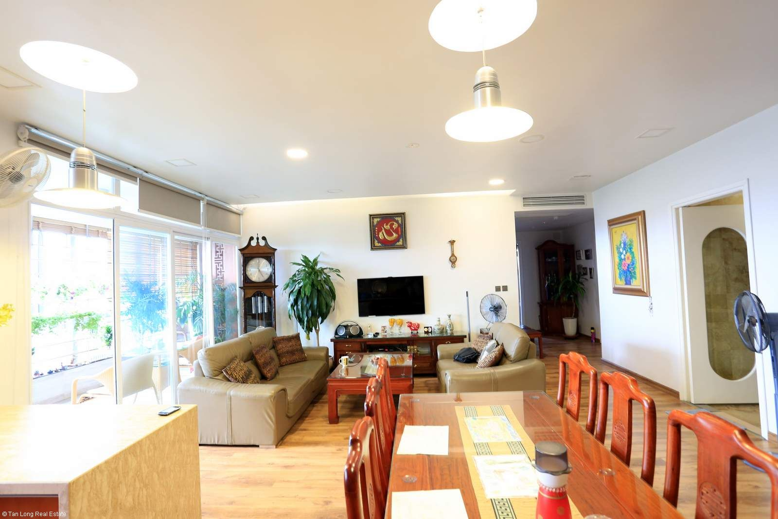 3 bedroom apartment in 671 Hoang Hoa Tham rental. 3