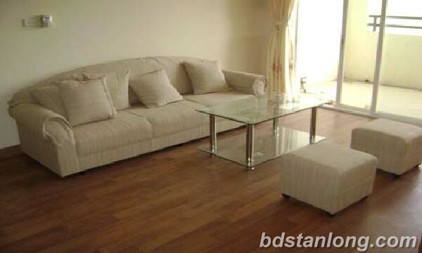 3 bedrooms apartment in Thuy Khue building, Tay Ho for rent.