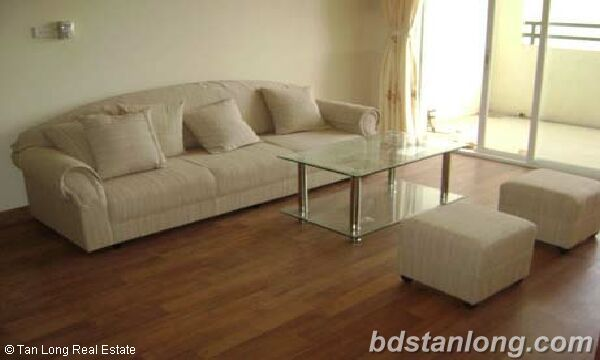 3 bedrooms apartment in Thuy Khue building, Tay Ho for rent. 1