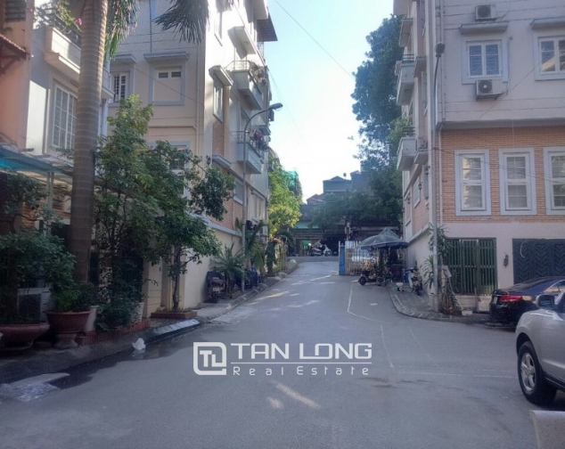 3.5 storey house for rent in Hoang Hoa Tham, Ba Dinh district, available garage 1