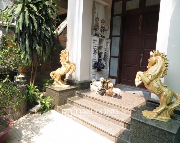 4 bedroom villa with royal style in C4 Ciputra for sale 2