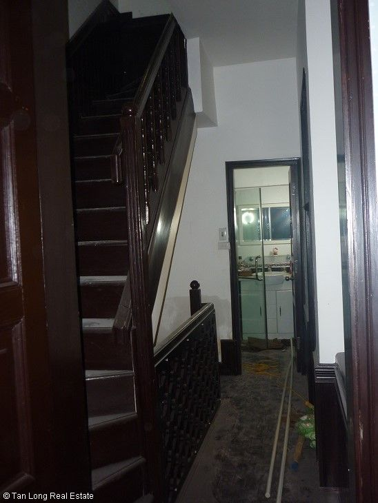4 bedrooms, a refurbishing unfurnished house to rent on Hoang Quoc Viet street, Cau Giay district 3