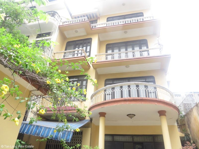 4 storey house for rent in Van Huong Lane, Ton Duc Thang street, Dong Da district 1
