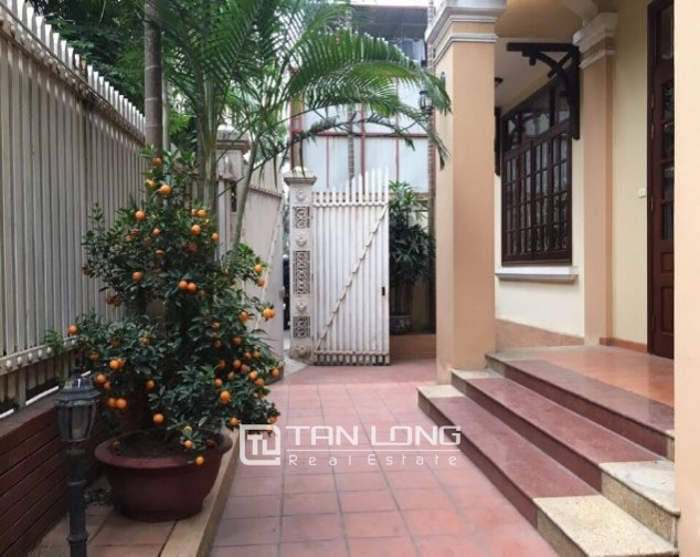4 storey house to rent in Tay Ho street, no furniture 2