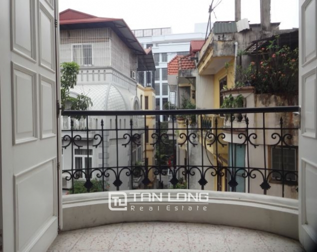 40m2 studio apartment for rent in Truc Bach, Ba Dinh district 6