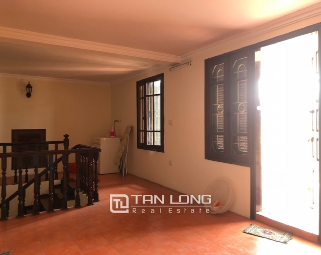 5-bedroom house for rent in Dang Thai Mai street 6