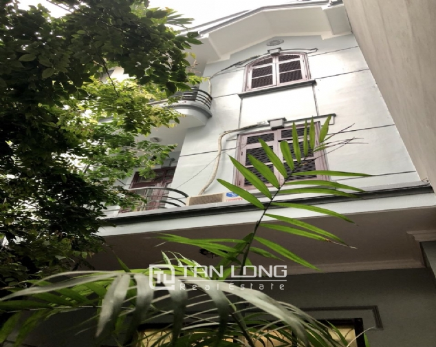 5-bedroom house on Xuan Dieu for rent 1