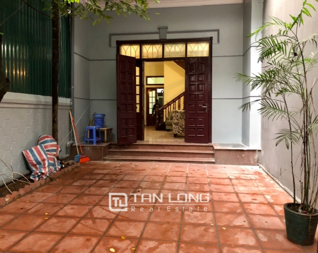 5-bedroom house on Xuan Dieu for rent 2